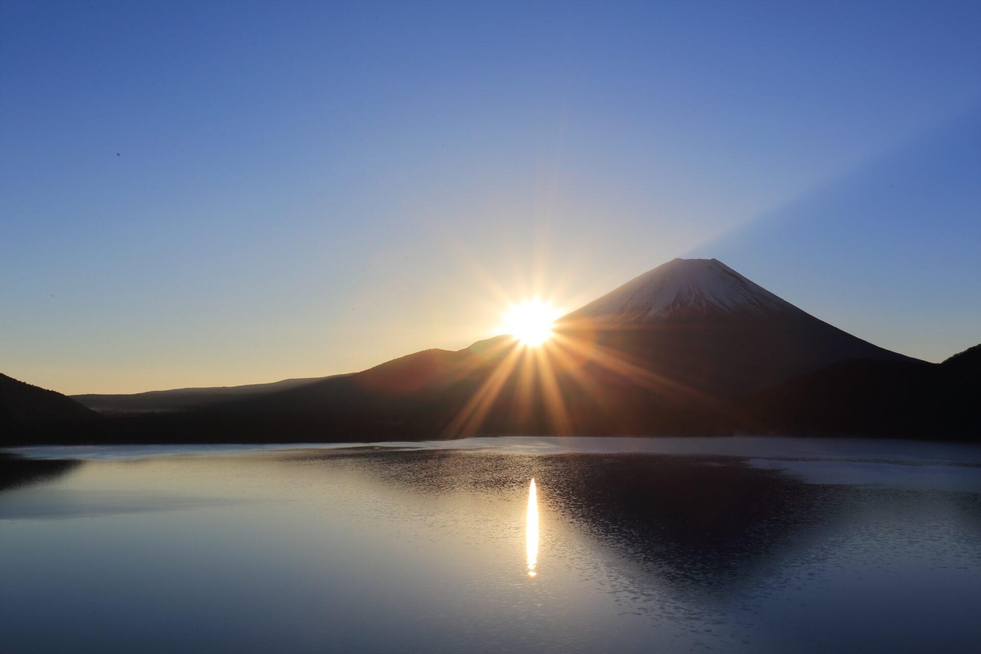 富士山からのぼる初日の出