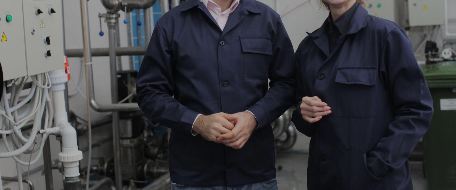 製造業の従業員たち